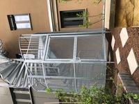 Schutzkäfig mit Gittertür als Zutrittssicherung